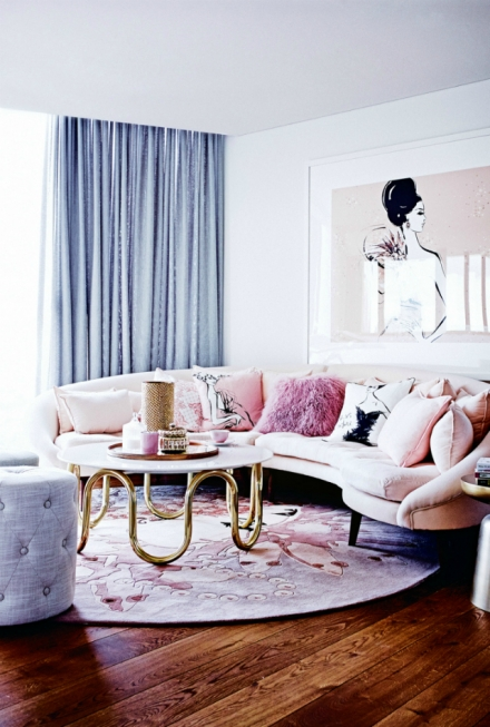 The-Prettiest-Living-Room-Ideas-With-A-Pink-Sofa-440x653
