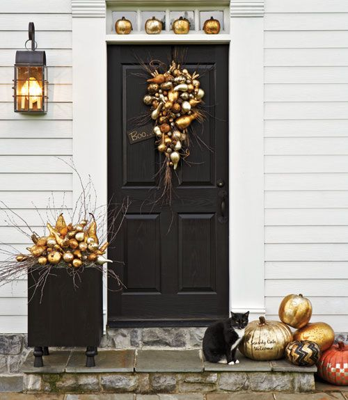 front-door-golden-halloween-decor